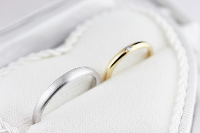 同じデザインのご結婚指輪は地金の種類を変えてもお揃いのイメージは変わりません