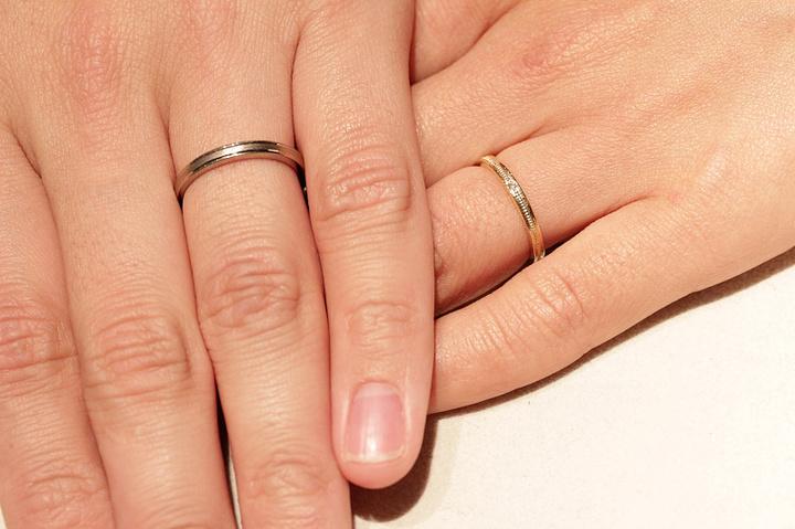 ご結婚指輪のお渡しの際にお手元を記念に撮影いたします。les desseins de DIEU