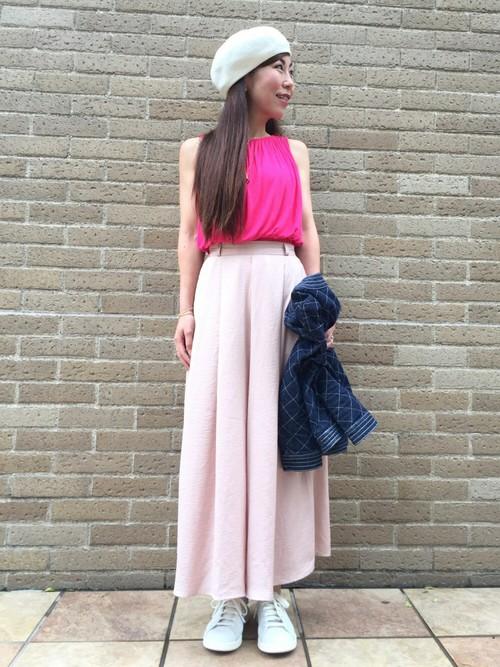 スカンツ 暖色 ピンク デニムジャケット スタンスミス ベレー帽 スキンジュエリー 人気ブランド コーデ 18金