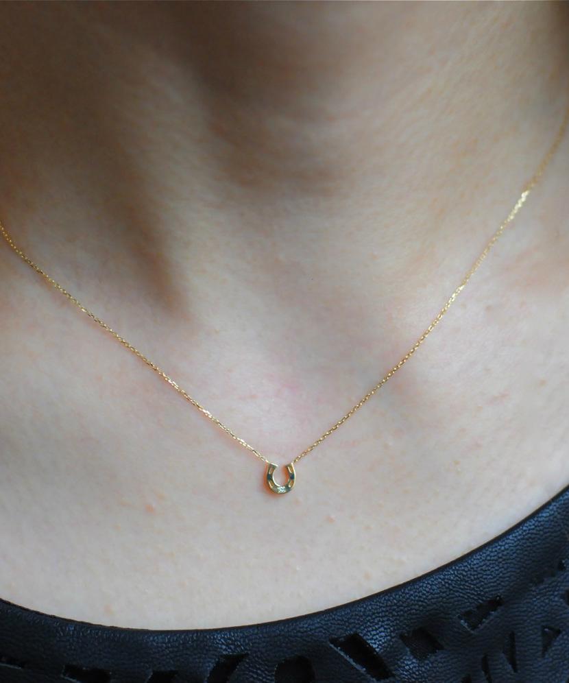 ホースシュー ネックレス 華奢 人気ブランド ピナコテーカ 18金 ゴールド 華奢ネックレス