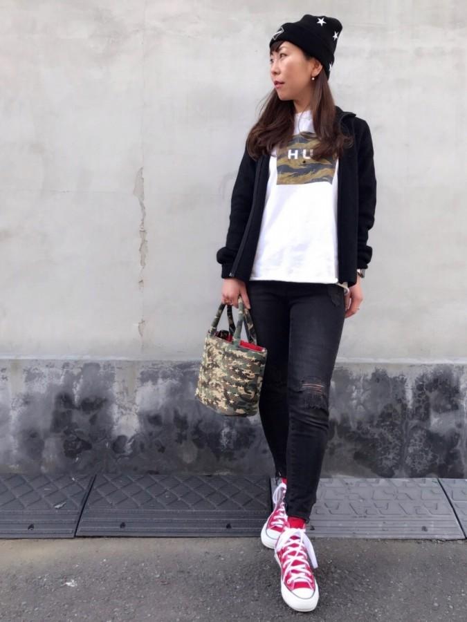 華奢 アクセサリー ネックレス コーディネート  Tシャツ コーデ 18金 人気ブランド コンバース 大人カジュアル ゴールド ピナコテーカ レデッサンドゥデュー