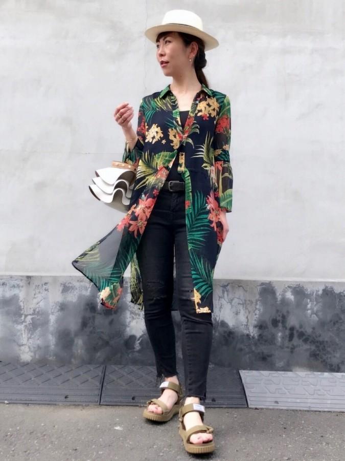華奢 アクセサリー 重ね付け ネックレス ハート コーディネート アラフォー 大人に似合う 花柄 シャツワンピース 大人カジュアル 18金 人気ブランド ゴールド ピナコテーカ レデッサンドゥデュー